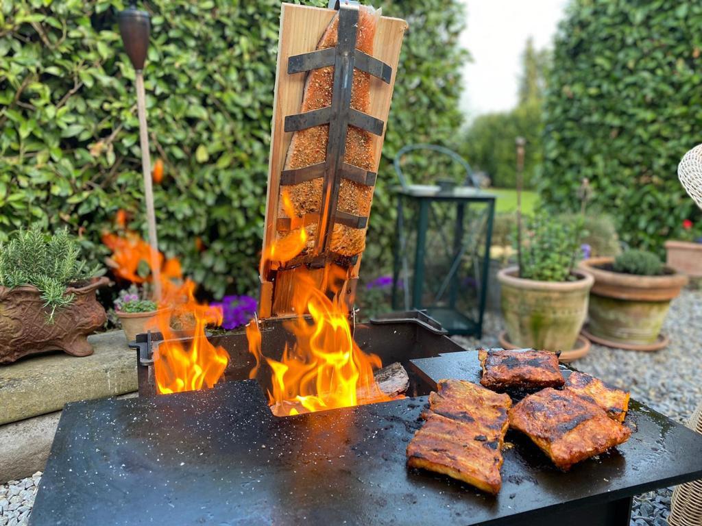 Flammlachs auf Plancha Grill